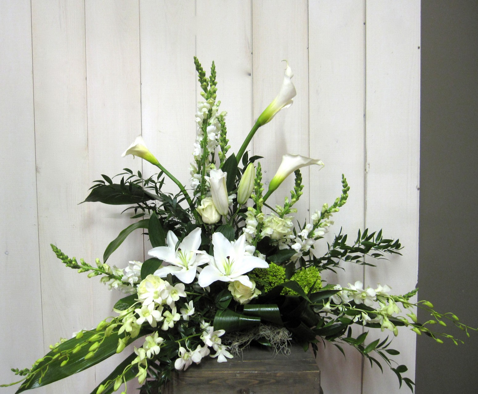 flower arrangement for urn 2802 1 florist montreal abaca. Black Bedroom Furniture Sets. Home Design Ideas