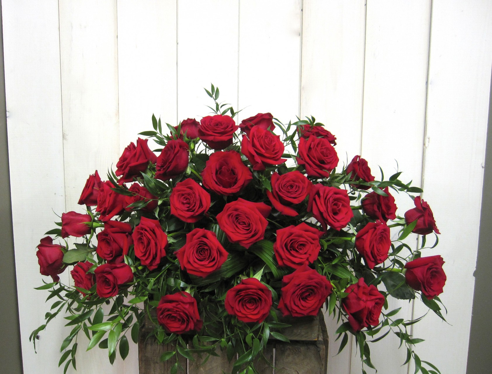 Funeral casket flower spray 1003 2 montreal florist abaca please note that according to availability flowers and vases may differ the essence and value of the composition will be respected izmirmasajfo